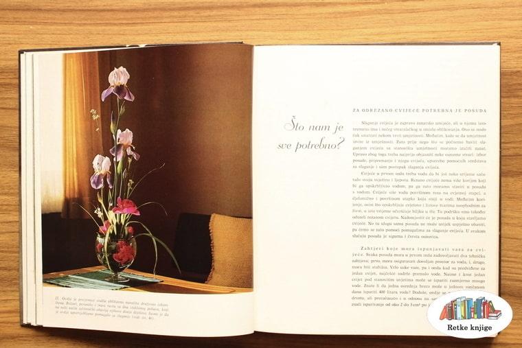 vaza sa cvećem na stolu